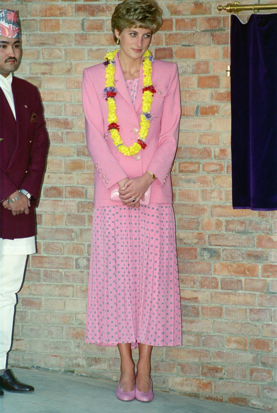 Reiser til Nepal i 1993, første gang alene etter separasjonen fra prins Charles