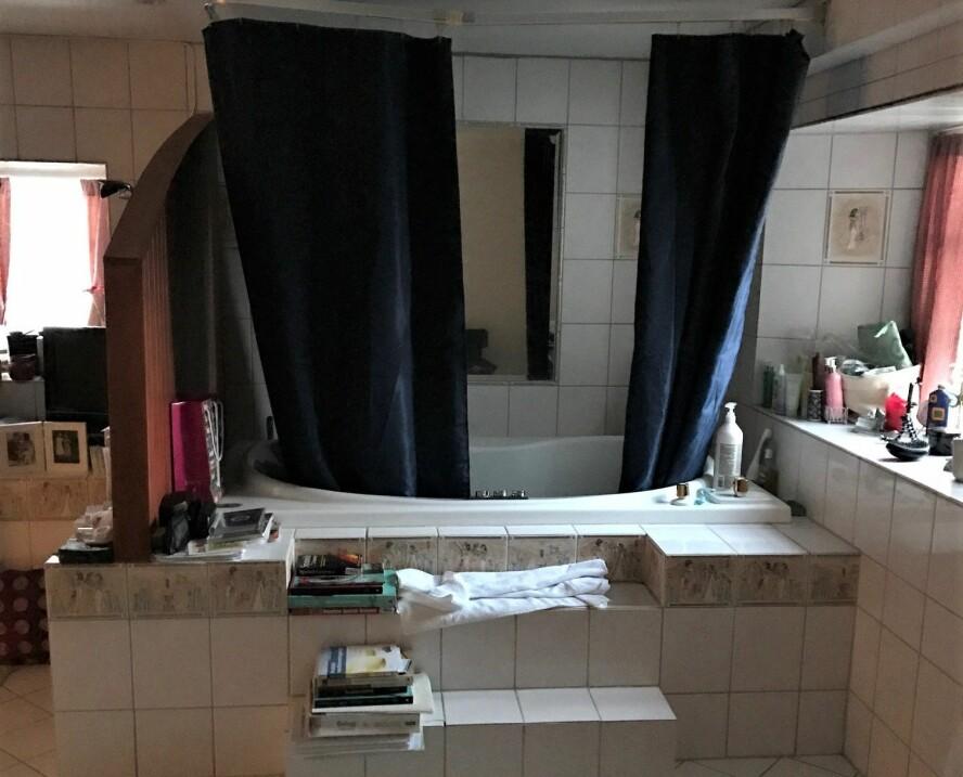FØR: Badekaret måtte ut.