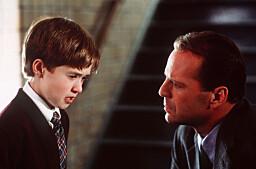 "I SEE DEAD PEOPLE: Haley Joel Osement og Bruce Willis storspiller i ""Den sjette sansen"""