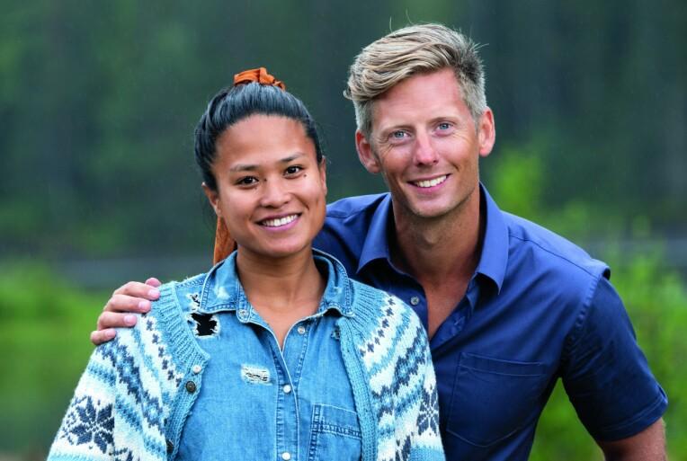 <b>EVENTYR:</b> Berit er glad for at hun fikk mulighet til å være på gårdsrealityen. Her er hun sammen med programleder Gaute Grøtta Grav.