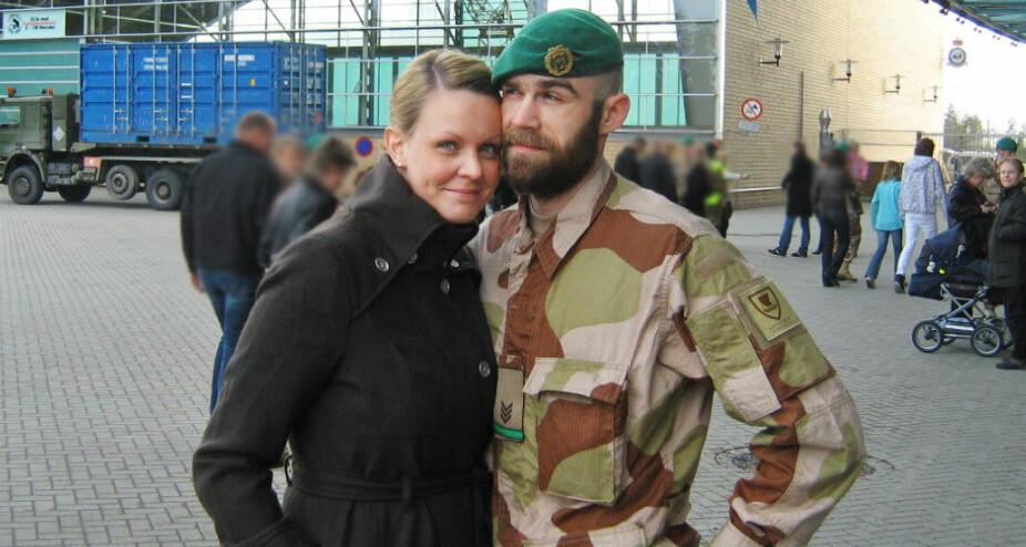 <b>FARVEL:</b> Her tar Caroline avskjed før Stig skal reise til Afghanistan i april 2008.