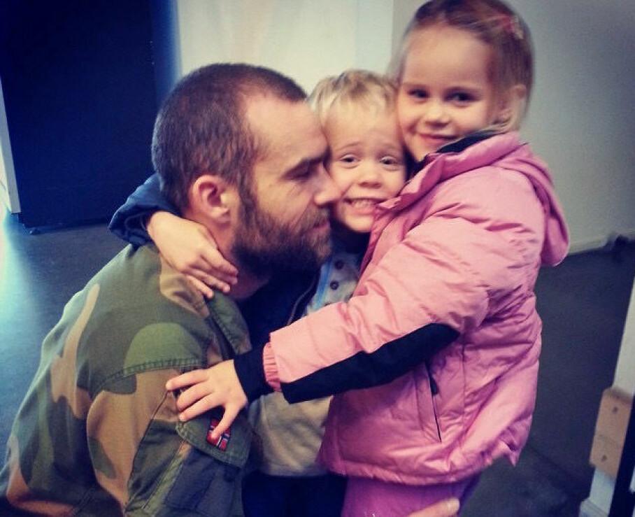 <b>STOLT FAR:</b> – Stig var verdens beste pappa, sier Caroline. Her med sønnen Heine og datteren Frida.