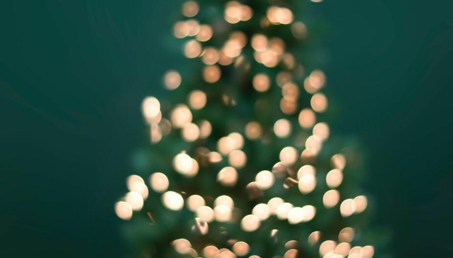 Når er det ok å tenne julelysene ute? Spørsmålet skaper engasjement.