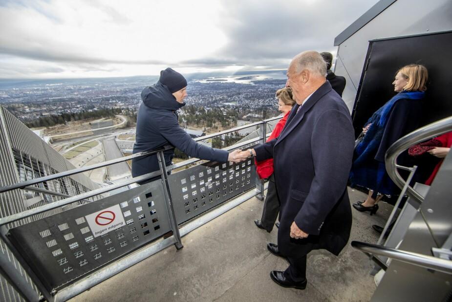 <b>HELT KONGE:</b> Eks-skihopper Bjørn Einar Romøren synes det var stas å møte kong Harald og dronning Sonja to dager på rad.