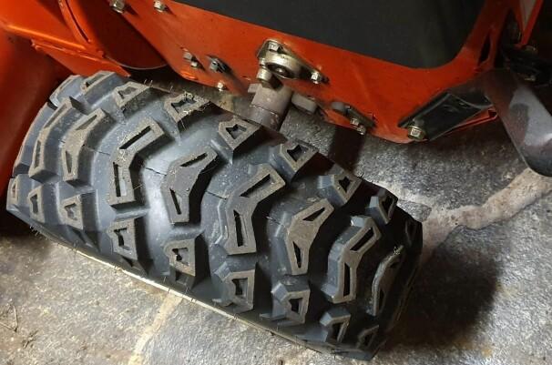 SLARK? Sjekk alltid akslingene på brukte fresere. Løft den opp og se om hjulene detter litt ned. Gjør de det, kan det fort bli dyrt å reparere senere.