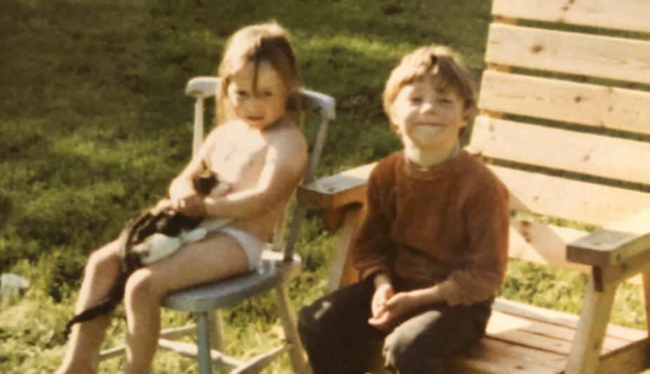 <b>SØSKENKJÆRLIGHET:</b> Camilla og den to år eldre Gordon på familietur. Dette er før de kom på barnehjem.
