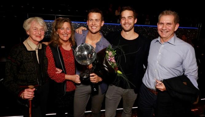 Familien var tilstede og gratulerte med seieren. F.v Geir Hetland, Øystein Hetland, Aleksander Hetland, mamma Marit Rognerud og bestemor Åse Rognerud