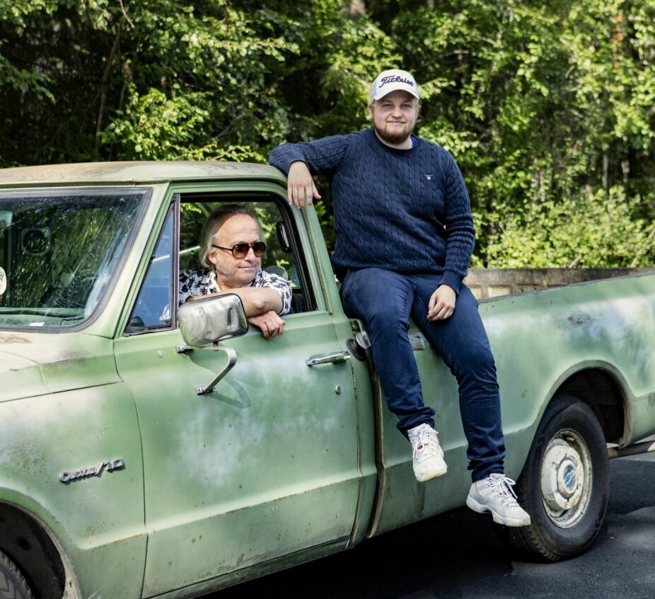 <b>PÅ TUR:</b> Levi importerte denne Chevroleten fra Amerika på 70 tallet. Da barna var små, elsket de å legge seg på lasteplanet og dra på tur med faren.