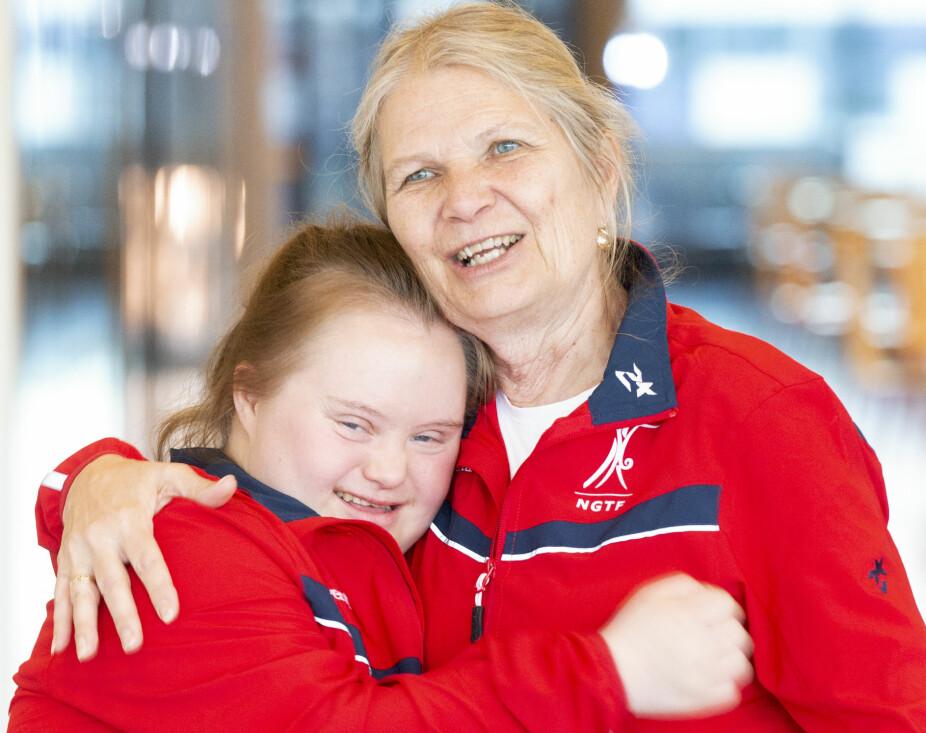 Hovedtrener i Stabekk turnforening, Katelyn Garbin sammen med hjelpetrener, mamma Brenda Garbin.