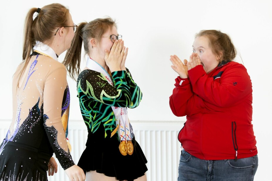 <b>GLAD TRIO:</b> Maren, Emilie og Katelyn kom hjem med til sammen tre gull, en sølv og to bronsemedaljer fra Special Olympics i <br>Abu Dhabi i høst.