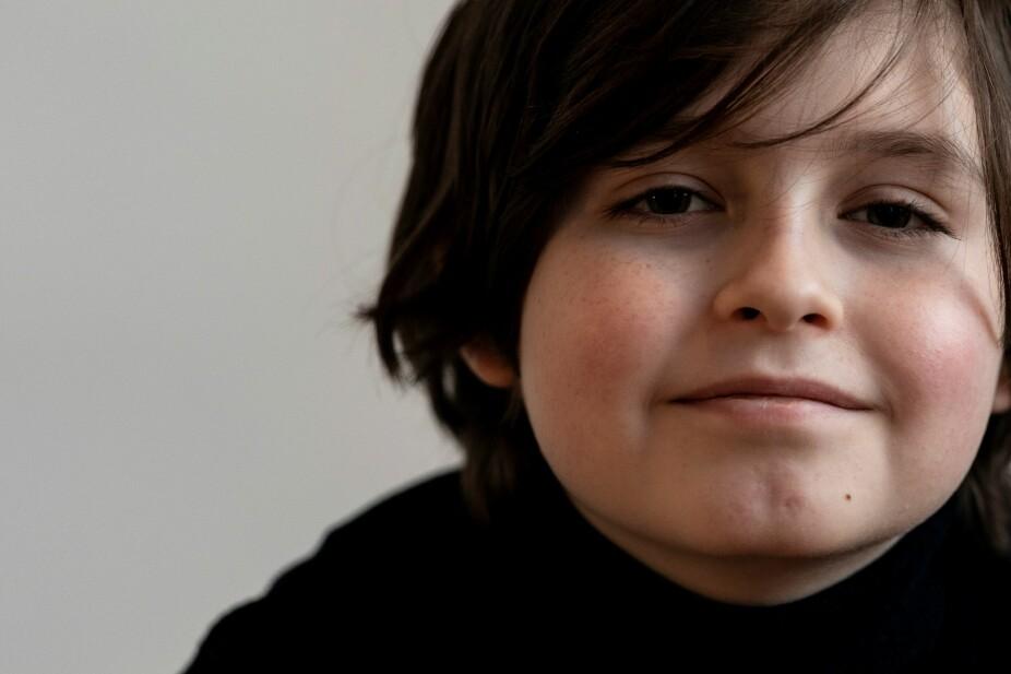 UNGT GENI: Han er ni år gammel og liker å leke med hunden sin og se på Netflix, men mens vennene leker på lekeplassen, tilbringer Laurent dagene på universitetet.