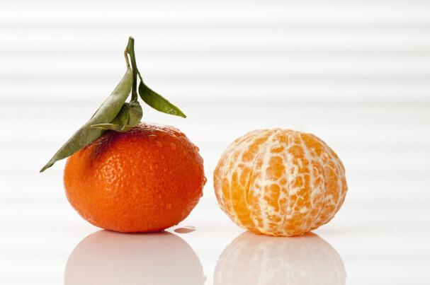SAFTIG OG SUNN: Klementinene med tynt og fast skall er gjerne saftigere enn de med løsere skall. De er også omsvøpt av mer av det hvite stoffet rundt som inneholder flavonoiden hesperidin, som senker blodtrykket og holder kolesterolet nede .