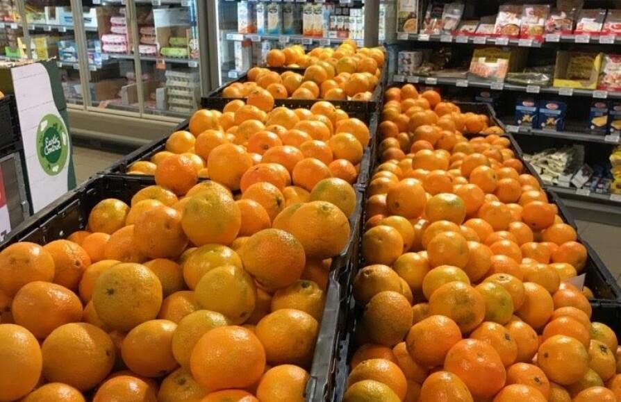 MANDA ... VI MENER KLEMENTIN: Butikkene bugner over med klementiner før jul. For det er nemlig klementiner, og ikke mandariner du fyller handleposene med. Men hvordan vet man egentlig at fruktene man velger er gode?