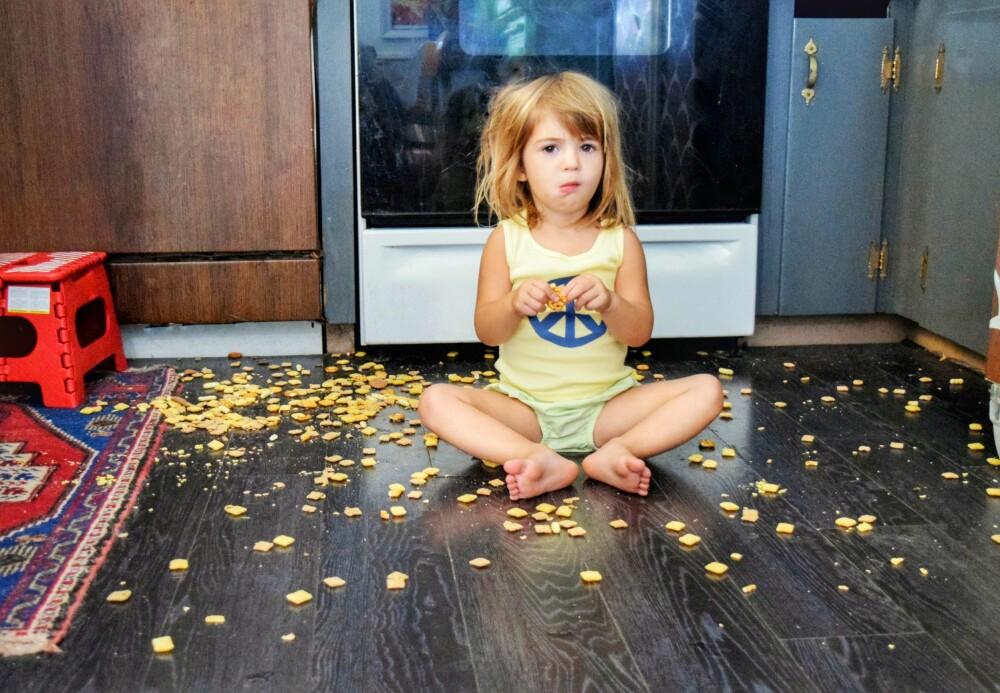 <b>TA DET ROLIG, FATTER'N:</b> Barna bekymrer seg ikke så mye over bakterier, de er mer bekymret <br/>for at favorittfrokostblandingen går til spille.