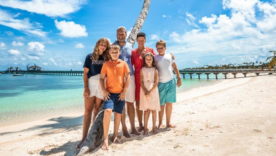 <b>DRØMMEREISE:</b> Høstferie på Maldivene. Fra venstre Cornelia (14), Marcus (11), Christian, Monica, Ella (9) og Martin (12).