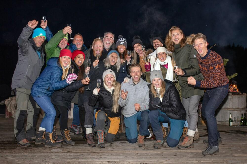 <b>HYLLET VINNEREN:</b> Alle deltagerne i «Farmen» 2019 og programleder Gaute Grøtta Grav var med på seiersfesten til Erik.
