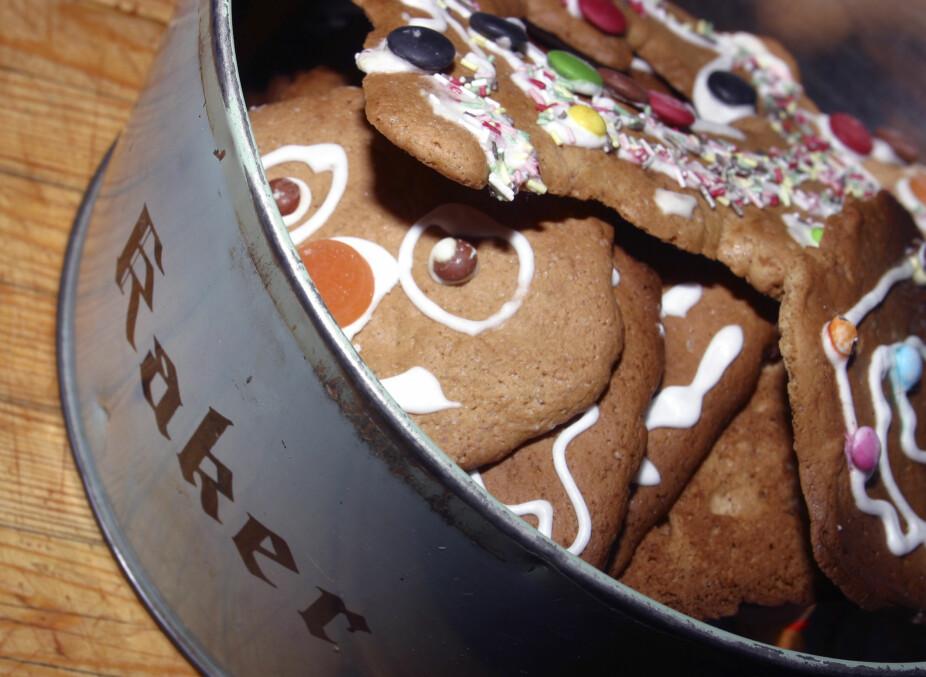OG KAKENE VARER HELT TIL PÅSKE? Jul betyr pepperkaker, men det blir fort kaker til overs også etter at høytiden er ferdig. Da er det godt å vite at kakene kan ha svært lang holdbarhet.