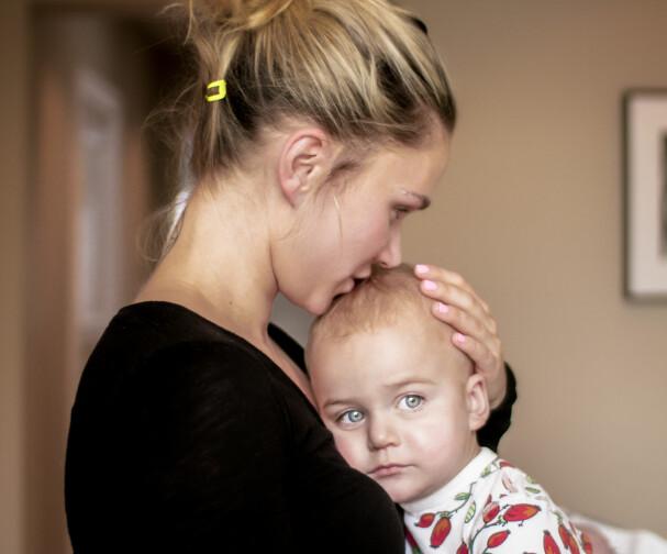 Sela og sønnen Lennox.