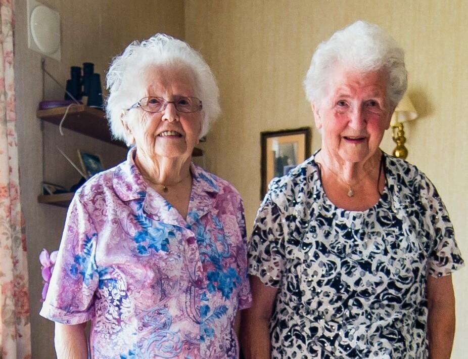 <b>TVILLINGSØSTRE:</b> Hilda (t.h.) kan ikke huske at hun og Agnes har kranglet en eneste dag i de 95 årene de har holdt sammen, men uenige er de, særlig om farger.