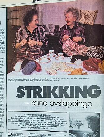 <b>KJENDISER:</b> Da Agnes og Hilda hadde strikket for Husfliden i tredve år, kom lokalavisa Sunnmørsposten på besøk.