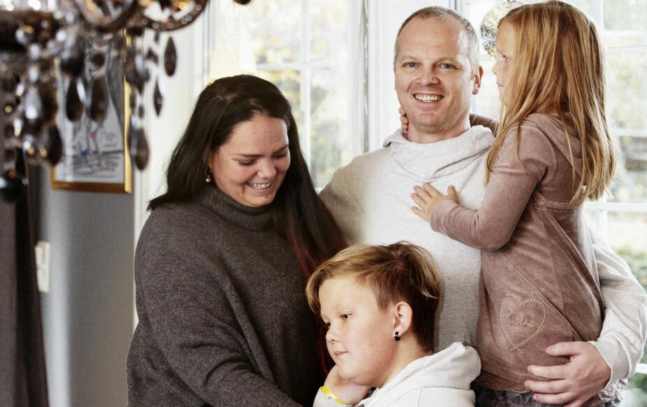 Linn med samboer Geir, sønnen Sander og datteren Lillabelle. Løsningen og boformen de har valgt, fungerer utmerket både i hverdagen og i høytiden.