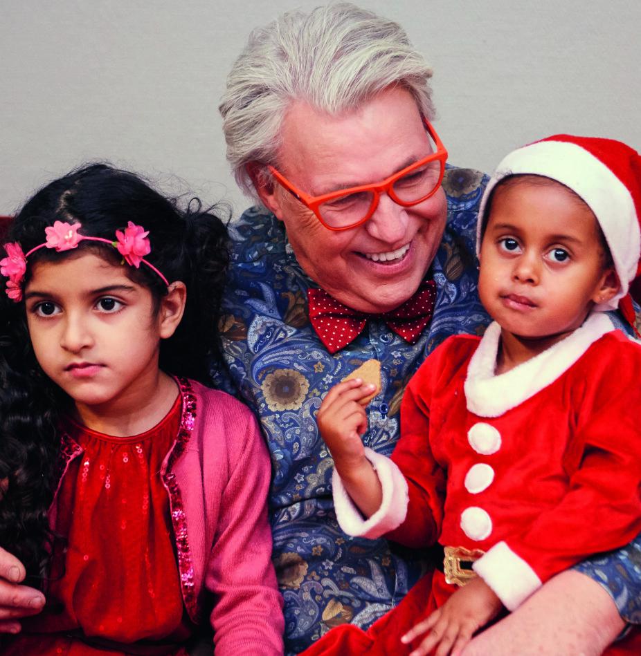 <b>VARME:</b> Idet Finn satte seg i sofaen, kom to små krypende tett inntil ham. Eliana (2) og Asma (6) vet at de ikke får gaver til jul, men tenk om de får bli i Norge. Det hadde vært den største gaven.