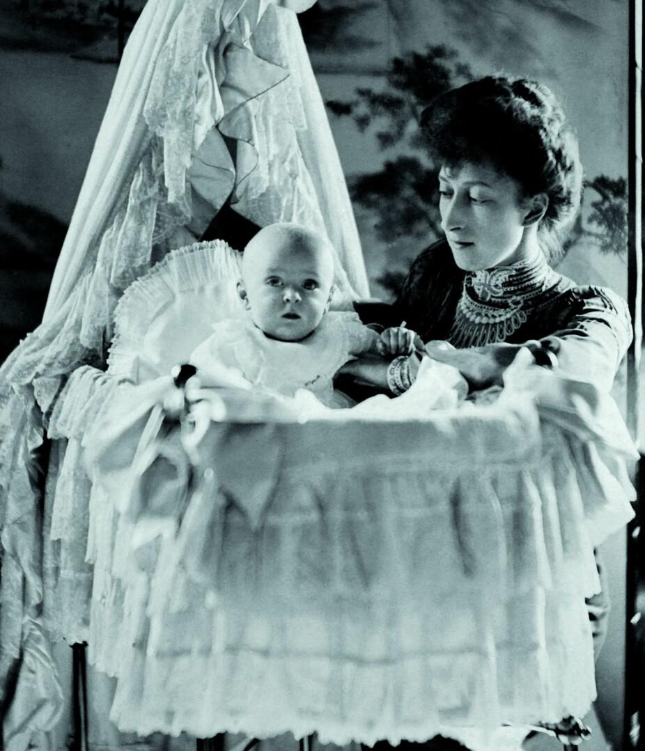 <b>ARVINGEN:</b> Kong Olav ble født i England 2. juli 1903, men var opprinnelig en dansk prins og het Alexander Edward Christian Frederik.