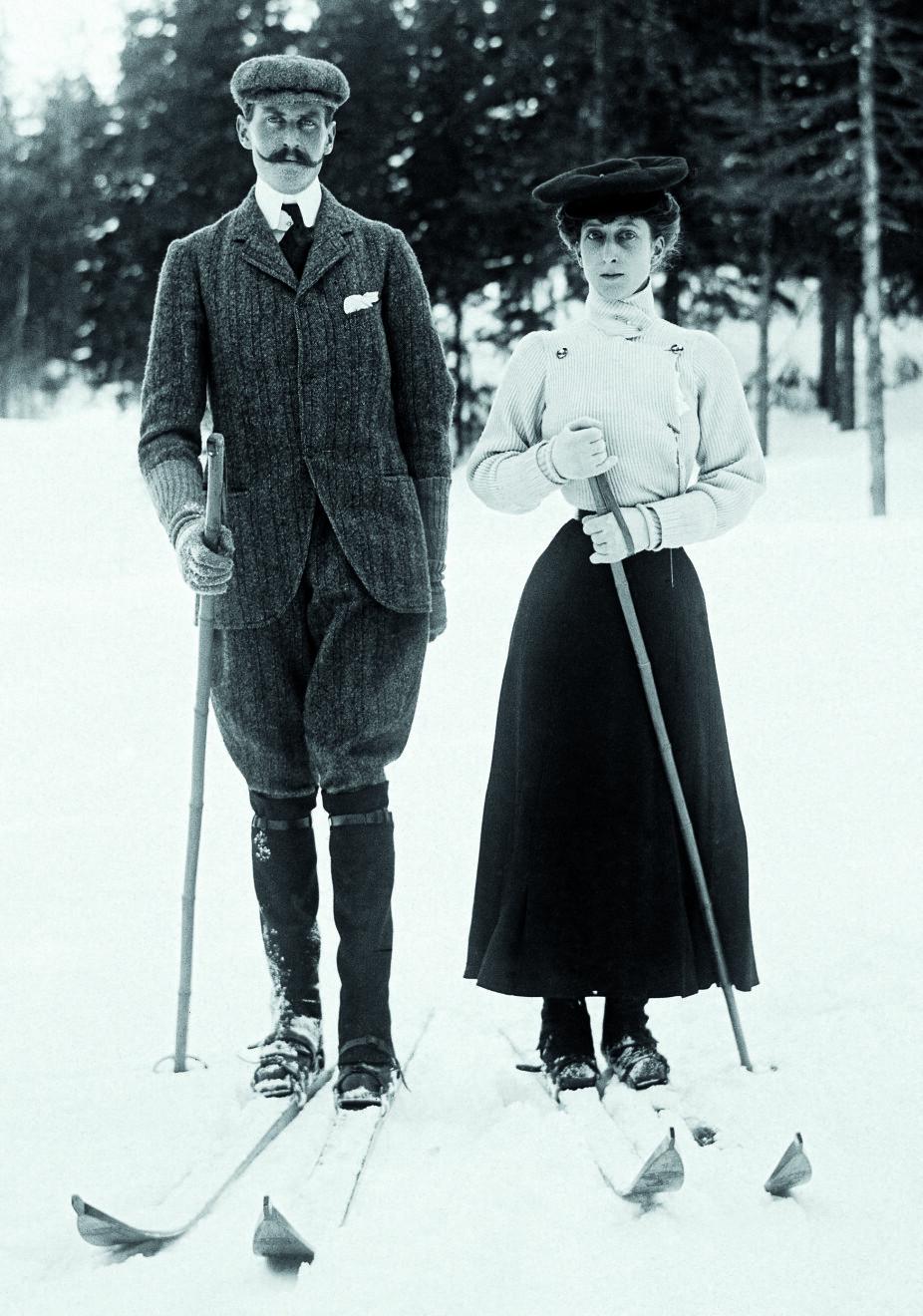 <b>PÅ SKISKOLE:</b> Det nye kongeparet hadde knapt vært i landet i mer enn to måneder før Fridtjof Nansen banket på slottsdøren og ville lære dem å gå på ski.