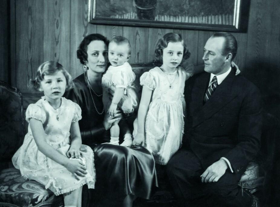 <b>NESTE GENERASJON: </b>Kong Olav gifter seg i 1929 med sin svenske kusine kronprinsesse Märtha. Paret får tre barn, prinsesse Ragnhild, prinsesse Astrid og kronprins Harald. Kronprinsesse Märtha dør av leverbetennelse i 1954 og blir aldri å bli dronning i Norge.