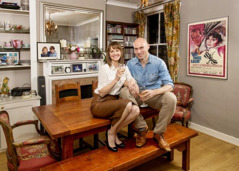 <b>LYKKELIGE SAMMEN:</b> Lisa og ektemannen Tim har vært gift i 17 år. – Hemmeligheten er at vi begge er lykkelige på selvstendig grunnlag, smiler artisten.