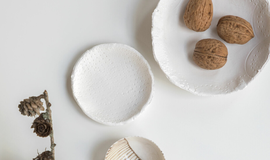 SØTE SKÅLER: Du kan lage små, søte skåler til nøtter, pynt eller smykker.