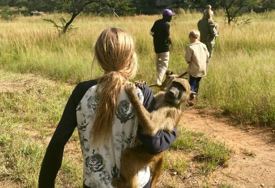 LÆRTE MASSE OM DYR: Barna sitter igjen med enorm respekt for dyr etter at de hjalp til i dyrereservatet.
