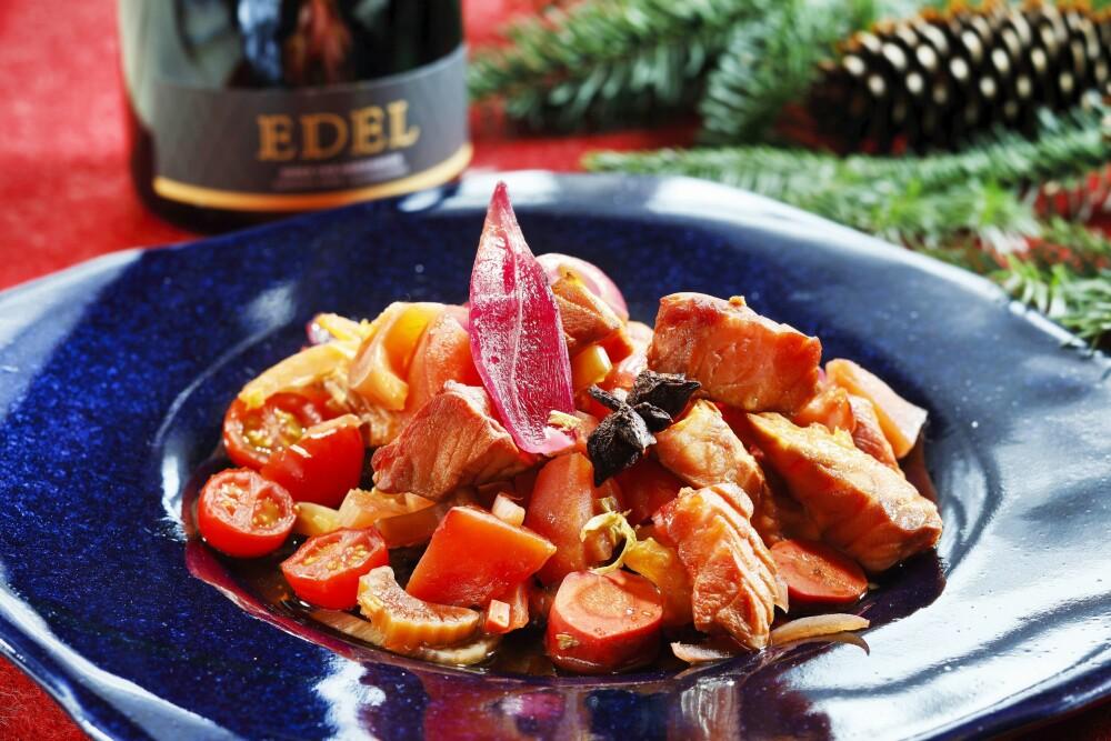<b>FRISK START:</b> Ørret med syltede grønnsaker er både enkelt å lage og en frisk og smaksrik start på festmåltidet.