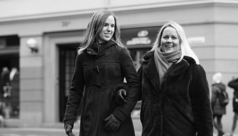 HAR DET GØY SAMMEN: Camilla og Annicka kan snakke om alt, og humoren sitter løst.