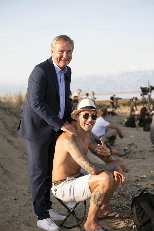 """FINE DAGER: Programleder Dag Erik Pedersen og Magnus Moan i en pause mellom opptakene i """"Mesternes mester""""."""