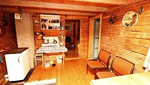 Slik så kjøkkenet ut da Anne kjøpte hytta