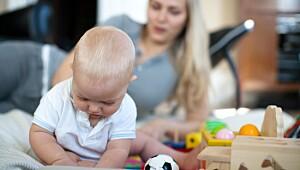 Du bør unngå å overstimulere babyen i permisjonstiden