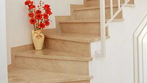 Utnytt plassen under trappa