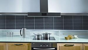 Plater over kjøkkenbenken