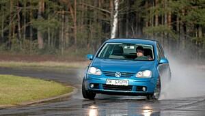 Dyrt og livsfarlig å kjøre med vinterdekk
