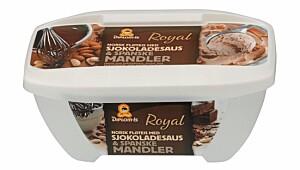 Diplomis Royal Fløteis med sjokoladesaus og spanske mandler