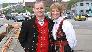 Hardangerbunad for menn og Anna Bamle for kvinner