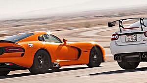 Begge bilene er råskinn - men hvem er best?