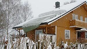 Så lett måker du snøen av taket