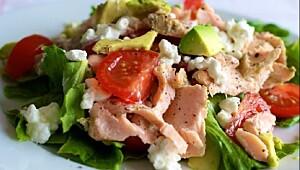 Powersalat med laks og avokado